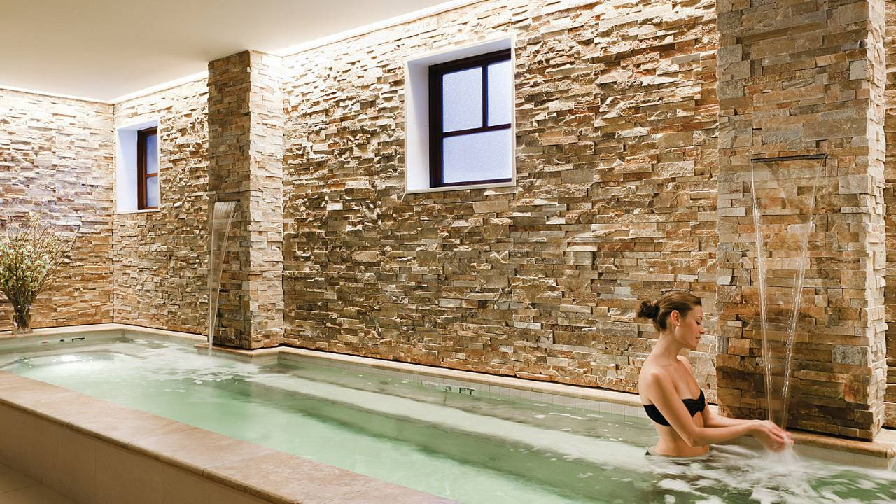 Spa for all seasons four seasons hotel and spa specials for Above salon austin